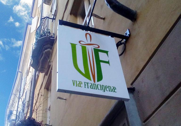 Insegne a bandiera a Torino